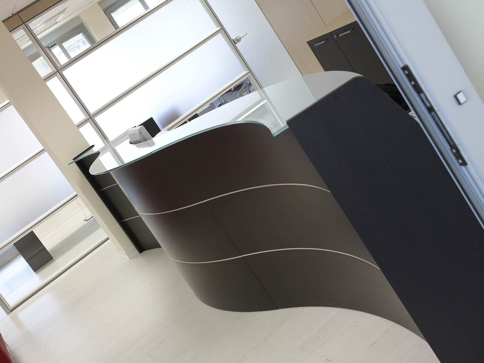 Office reception esedra light ivm office office furniture for Reception ufficio