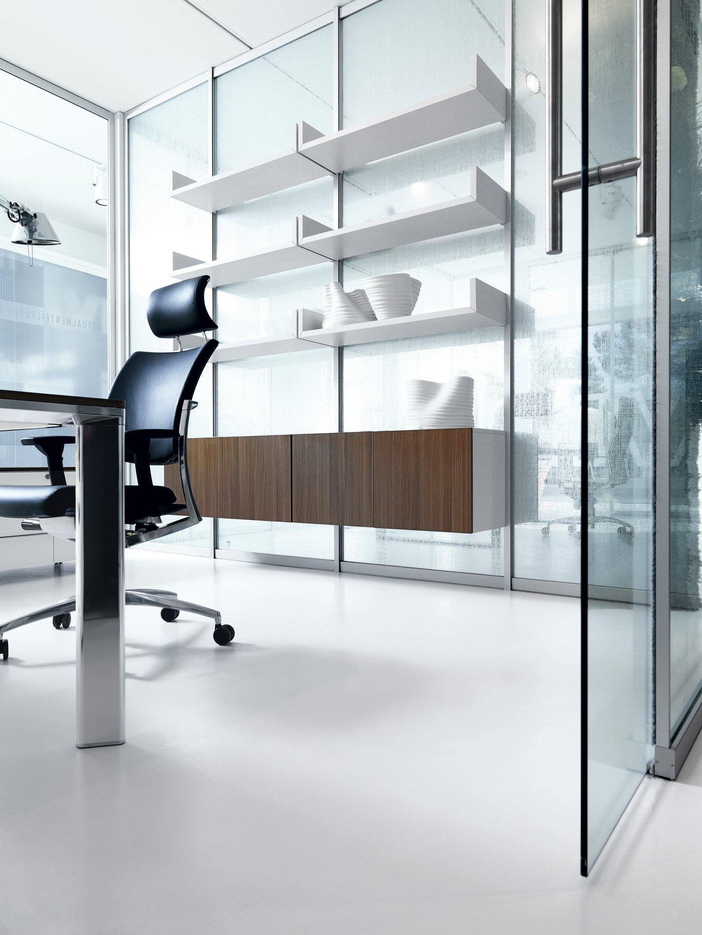 Parete attrezzata monovetro pareti attrezzate per ufficio - Parete con mensole ...